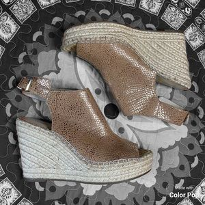 Kenneth Cole gold wedges